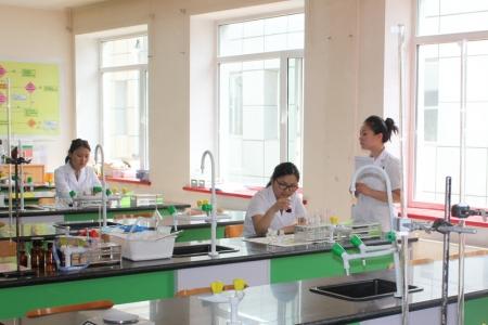 Сургуулиудад хими, физикийн лабораторитой болно