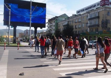 Оюутнууд  ирж, хот хогоор дүүрэв