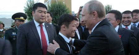В.Путин дэлхийн аварга Г.Болдбаатарт баяр хүргэв