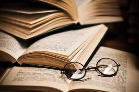 Залуус  ном худалдаалж, хандив өргөнө