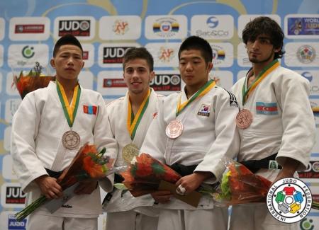 Залуучуудын ДАШТ-ээс эхний өдөр гурван медаль хүртлээ