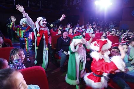 Хотын дарга 1000 хүүхэдтэй шинэ жилийн баяраа тэмдэглэлээ