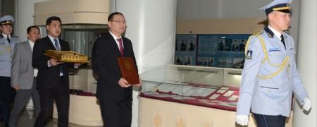 Ардчилсан шинэ Үндсэн хуулийн уг эхийг Монгол төрийн түүхийн музейд заллаа