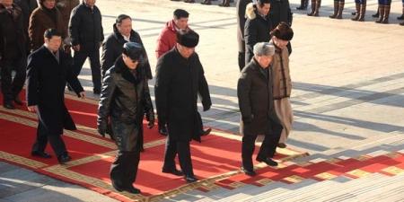 Их эзэн Чингис хааны хөшөөнд хүндэтгэл илэрхийллээ