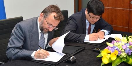 Монголд хөрөнгө оруулалтын сан байгуулах гэрээнд гарын үсэг зурлаа