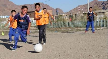 Хүүхдийн хөлбөмбөгтэй баяр болж байна