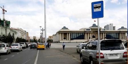 Чингисийн талбайн баруун талд автобусны түр зогсоол хоёрыг байгууллаа
