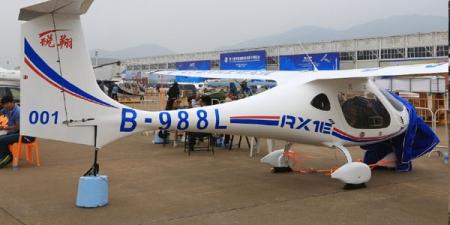 Цахилгаанаар цэнэглэдэг онгоц бүтээжээ