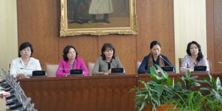 Улсын Их Хурлын эмэгтэй гишүүд хэвлэлийн хурал хийлээ
