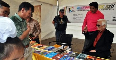 Номнууд 20-50 хувийн хямдралтай үнээр худалдаалагдана