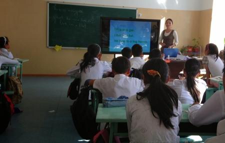 Бага ангийн багш нарын хөдөлмөрийг үнэлж 462 сая төгрөгөөр урамшуулжээ
