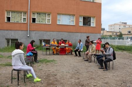 """""""Тольт"""" сургуулийнхан спорт заал барихын тулд хүүхдийн тоглоомын талбайн газраас  хумсалсан гэв"""