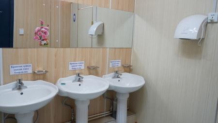 Сургуулийн орчинд охидын ариун цэврийн асуудал хөндөгдөж байна