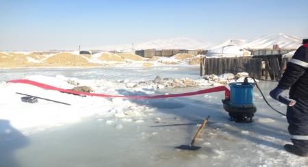 Аврагчид 25 айлыг усны аюулаас аварчээ