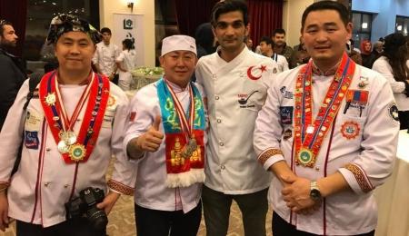 """""""Дэлхийн мастер тогооч"""" тэмцээнээс зургаан медаль хүртжээ"""