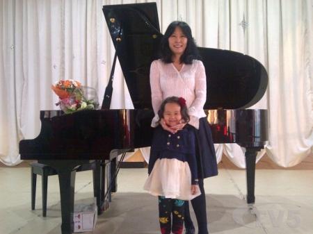 Долоон настай О.Нандин ОУ-ын төгөлдөр хуурчдын наадмаас хошой алтан медаль хүртэв