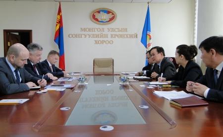 Монголын сонгуулийг ажиглахад сонирхолтой байдаг гэв