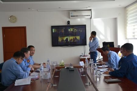 Орон нутгийн Онцгой байдлын газрын удирдлагуудтай цахим хурал хийж байна