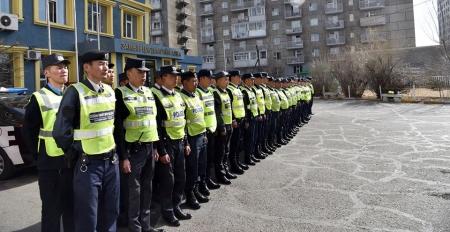 Олон нийтийн цагдаа нар замын хөдөлгөөнд оролцогчдод хяналт тавьж байна