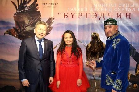 """""""Бүргэдчин охин"""" Монголд нээлтээ хийлээ"""