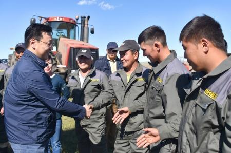 """""""Монголчуудынхаа хүнс, тэжээлийг бүрэн хангах бололцоо тариаланчдад байна"""""""