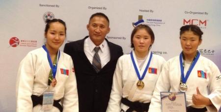 Жүдочид эхний өдөр иж бүрэн медаль хүртлээ