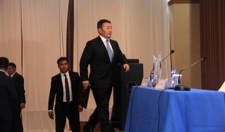 Ерөнхийлөгч Сүхбаатар дүүргийн ард иргэдтэй уулзалт хийж байна
