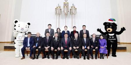 УИХ-ын дарга М.Энхболд олимпийн медальтнуудтай уулзав