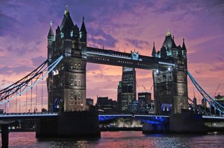 """""""Лондоны гүүр нурвал юу болох вэ"""" буюу Хатан хааны оршуулга"""