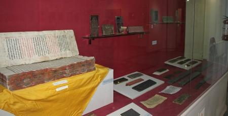 700-1000 жилийн өмнөх бичиг үсэг, эд өлгийн зүйлсийг дэлгэлээ