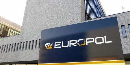 Европын холбоог цочроосон залилангийн хэргийн сэжигтнүүд баривчлагдлаа