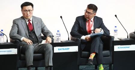 """Хөгжлийн банкны гүйцэтгэх захирал Б.Батбаяр """"Монголын эдийн засгийн чуулган""""-д панелистаар оролцов"""