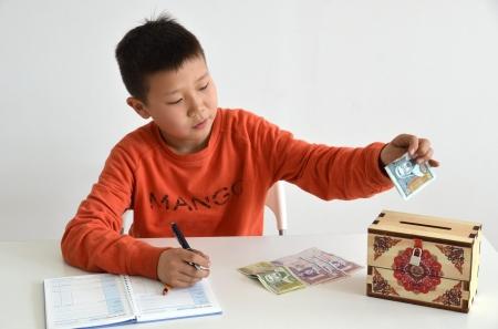 Мөнгөний талаар хүүхдэдээ зааж өгөх дөрвөн зүйл