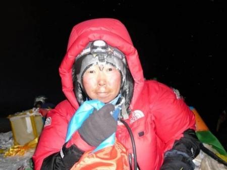 Б.Гангаамаа К2 уулын 7400 метрийн өндөрт гараад байна