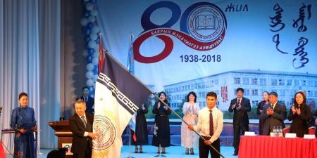 Сэлэнгэ аймгийн Бумцэндийн нэрэмжит нэгдүгээр сургуулийг Алтан гадас одонгоор шагнав