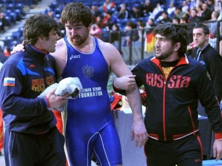Бахтияр Ахмедов олимпийн алтан медалиа Будапештэд гардана