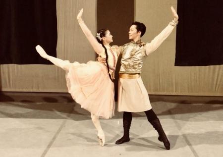 Монголын балетчид Кубын Их театрын тайзнаа
