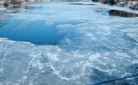 Орхон голын мөсөн дээгүүр зорчихгүй байхыг анхааруулав