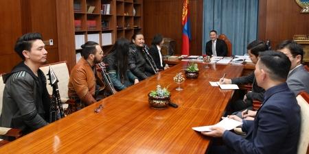 """Монголын өв, соёлыг олон улсад түгээж буй """"THE HU"""" хамтлагийнхнийг хүлээн авч уулзлаа"""
