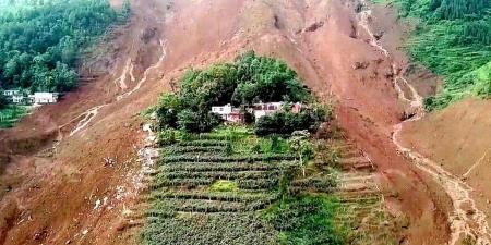 Хөрсний нуралтын улмаас 30 хүн амиа алджээ