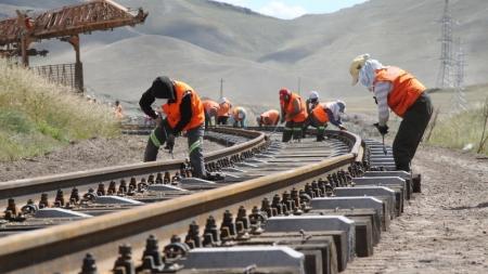 Тээврийн зардлыг дөрөв дахин бууруулах Тавантолгой-Гашуун сухайт чиглэлийн төмөр зам