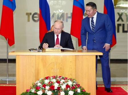 ОХУ-ын Ерөнхийлөгч В.В.Путин хүндэт зочны дэвтэрт гарын зурлаа