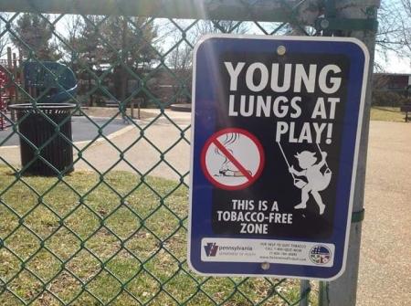 Хүүхдийн тоглоомын талбайд тамхи татахыг хориглоё
