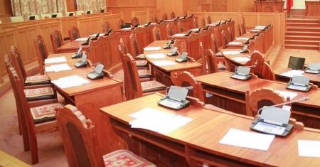 Үндсэн хуульд нэмэлт өөрчлөлт оруулах төслийг хэрхэх талаар парламент суудалтай намууд юу хэлэв
