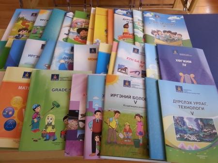 Р.Балжинням: II улирал эхлэхэд бүх сурагч номтой болно