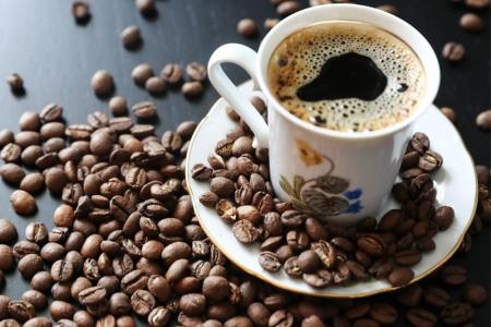 Нэг цайны халбага нунтаг кофенд ойролцоогоор 0.1 гр кофени агуулагддаг