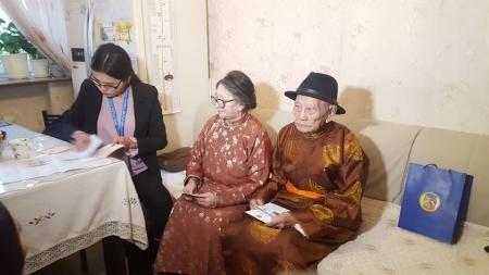 Монгол Улсад 104 насыг зооглож буй  өндөр настан 8 байна