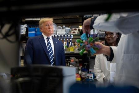 Сонгуулиас өмнө вакцин гаргаж авахаар Трамп яарч байна