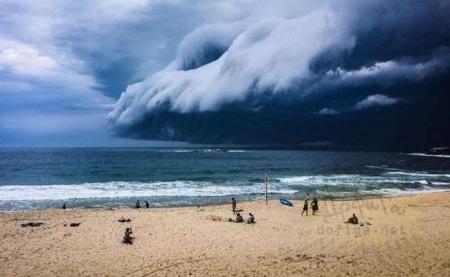 Сиднейд болж байсан үүлэн цунами
