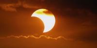 Нар хиртэлтийн үеэр гар утас ашиглахгүй байхыг анхааруулжээ